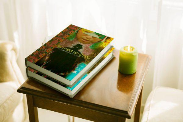 asi habla un q'ero - libro en mesa con vela